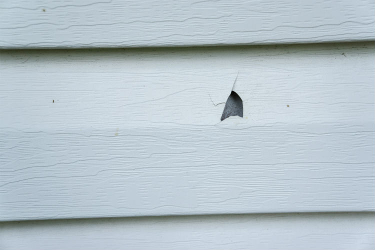 5 Ways Temperature Swings Hurt Old Vinyl Siding